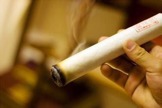 艾灸屋子里烟挺大,是否会损害人体?